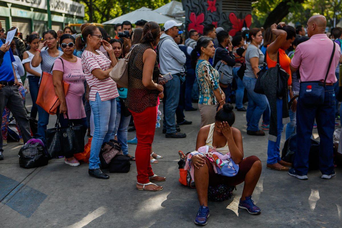 Conseguir comida se hace cada vez más desesperante en Venezuela. (Foto Prensa Libre: EFE)