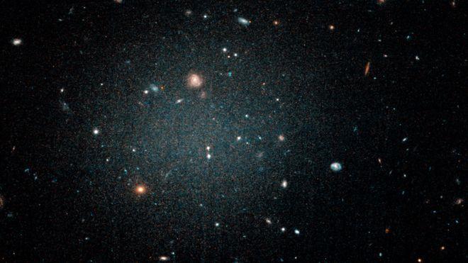 """La misteriosa y recién descubierta """"galaxia fantasma"""" que puede no tener materia oscura"""