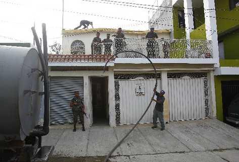 El gobierno instala   destacamento militar en Ciudad Quetzal, cerca de donde minutos antes  fue muerto un hombre (inserto).