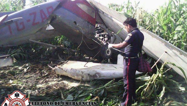 El piloto de una avioneta Cesna murió luego que la nave se accidentó en el caserío Pueblo Nuevo, La Blanca, San Marcos. (Foto Prensa Libre: CBMD)