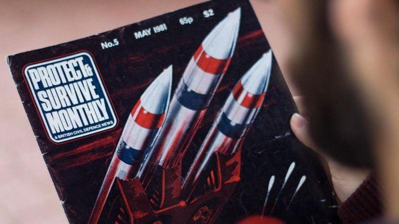 """""""Protegerse y sobrevivir"""": la espeluznante revista que preparaba a sus lectores para una guerra nuclear en la década de 1980"""