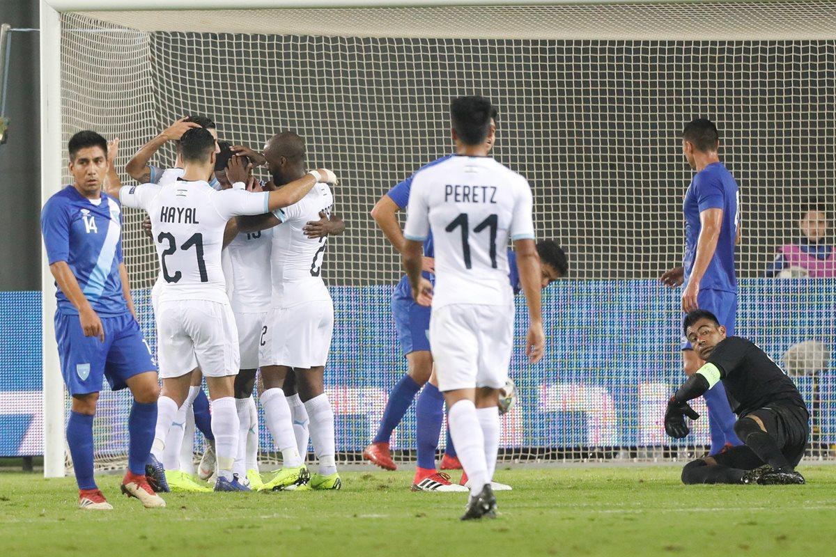 Jugadores israelíes celebra tras marcar el 2-0 ante Guatemala. (Foto Prensa Libre: EFE)