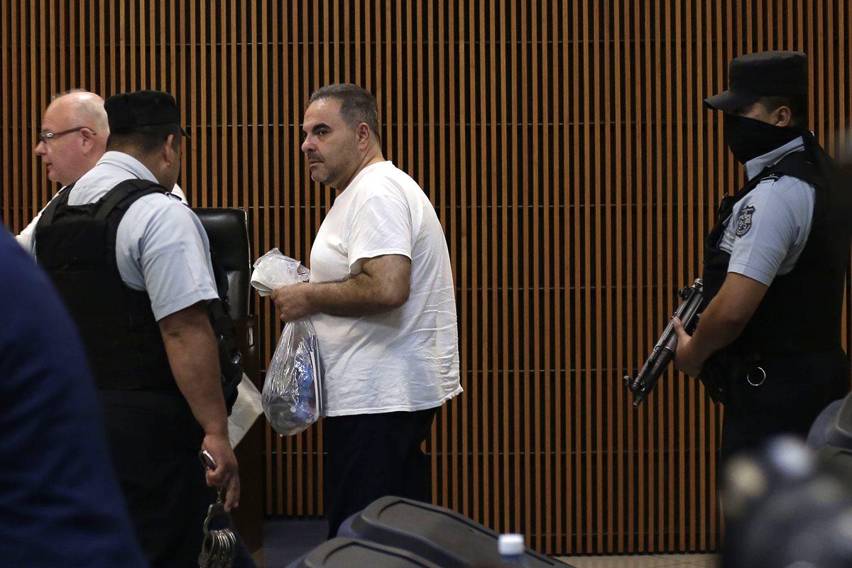 Antonio Saca (c) asiste a la instalación de un juicio en su contra. (EFE)