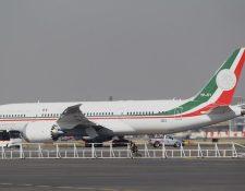Vista general del avión presidencial, que el nuevo gobierno de México, que encabeza Andrés Manuel López Obrador desde el sábado, pondrá a la venta por considerarlo un lujo excesivo. (Foto Prensa Libre: EFE)