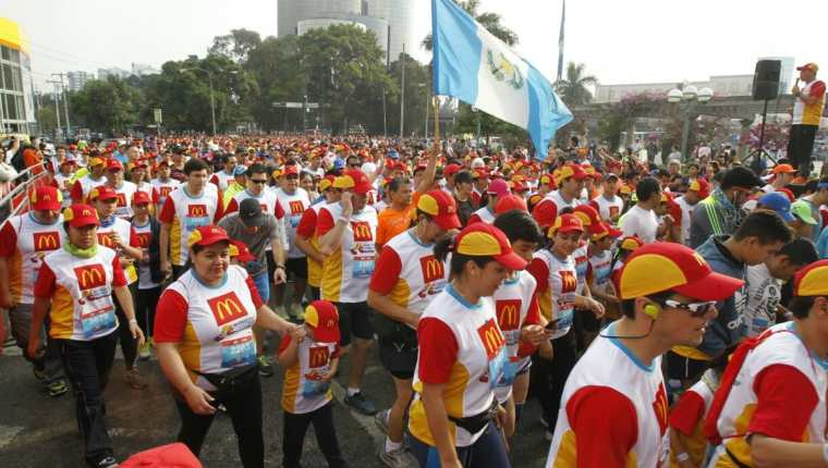 Miles de personas participan en la IV Carrera Familiar de McDonald's. (Foto Prensa Libre: Paulo Raquec)