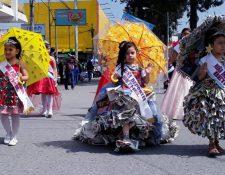 Resaltan la importancia de reciclar en el desfile de párvulos en Quetzaltenango. (Foto Prensa Libre: Cortesía Esau Mazariegos)