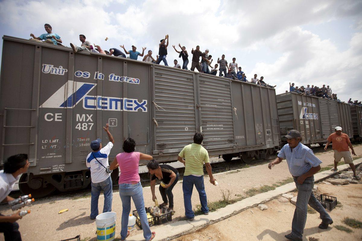 Los inmigrantes que cruzan México para llegar a los EE. UU. Algunos son víctimas del secuestro para obtener dinero por rescate.(Foto HemerotecaPL).