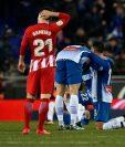 Kevin Gameiro, del Atlético, no puede creer que a su equipo se le escapara el invicto justo antes de terminar el partido. (Foto Prensa Libre: AFP)