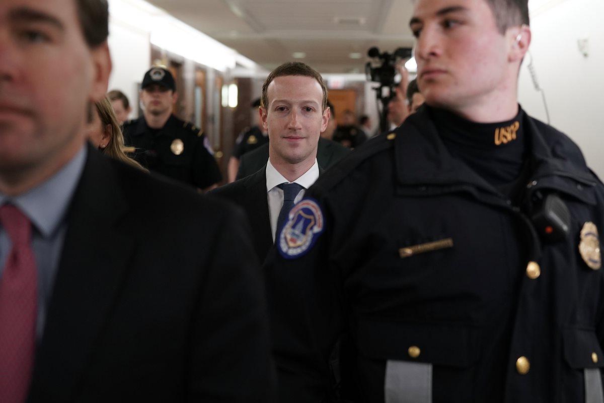 Mark Zuckerberg comparecerá, este martes, ante los comités de Comercio y Justicia en el Senado. (Foto Prensa Libre: AFP)
