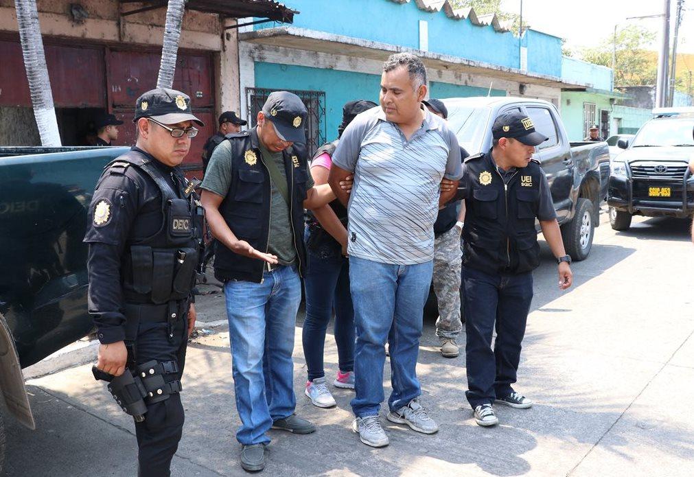 Luis Fernando Muñoz fue trasladado al juzgado de turno de Escuintla. (Foto Prensa Libre: Enrique Paredes)