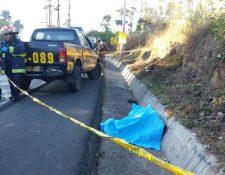 Lugar donde murió el motorista en Pastores, Sacatepéquez. (Foto Prensa Libre: Renato Melgar).