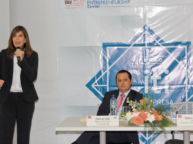 Carolina Uribe, de la Universidad Francisco Marroquín, y Pablo del Valle, de Citi Guatemala.
