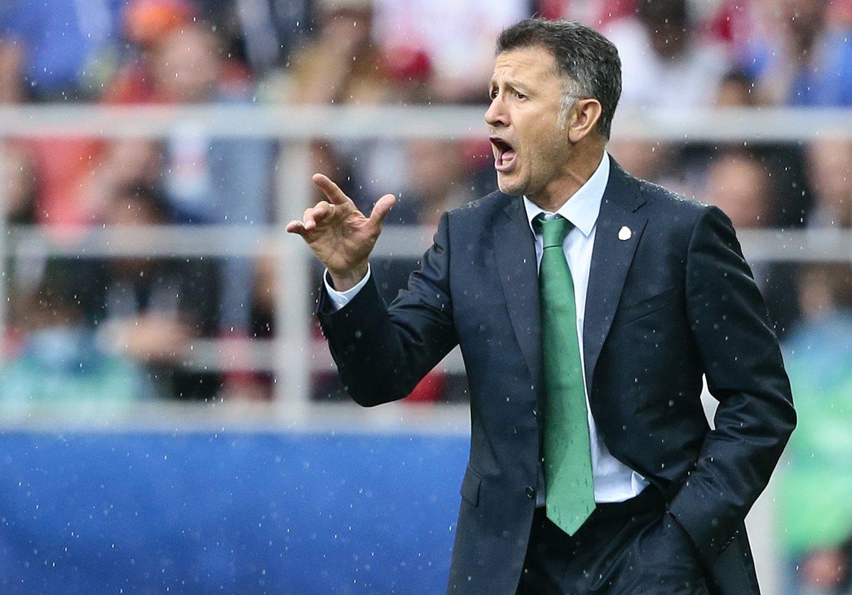El técnico Juan Carlos Osorio no podrá dirigir en la Copa Oro a México por suspensión. (Foto Prensa Libre: AFP)