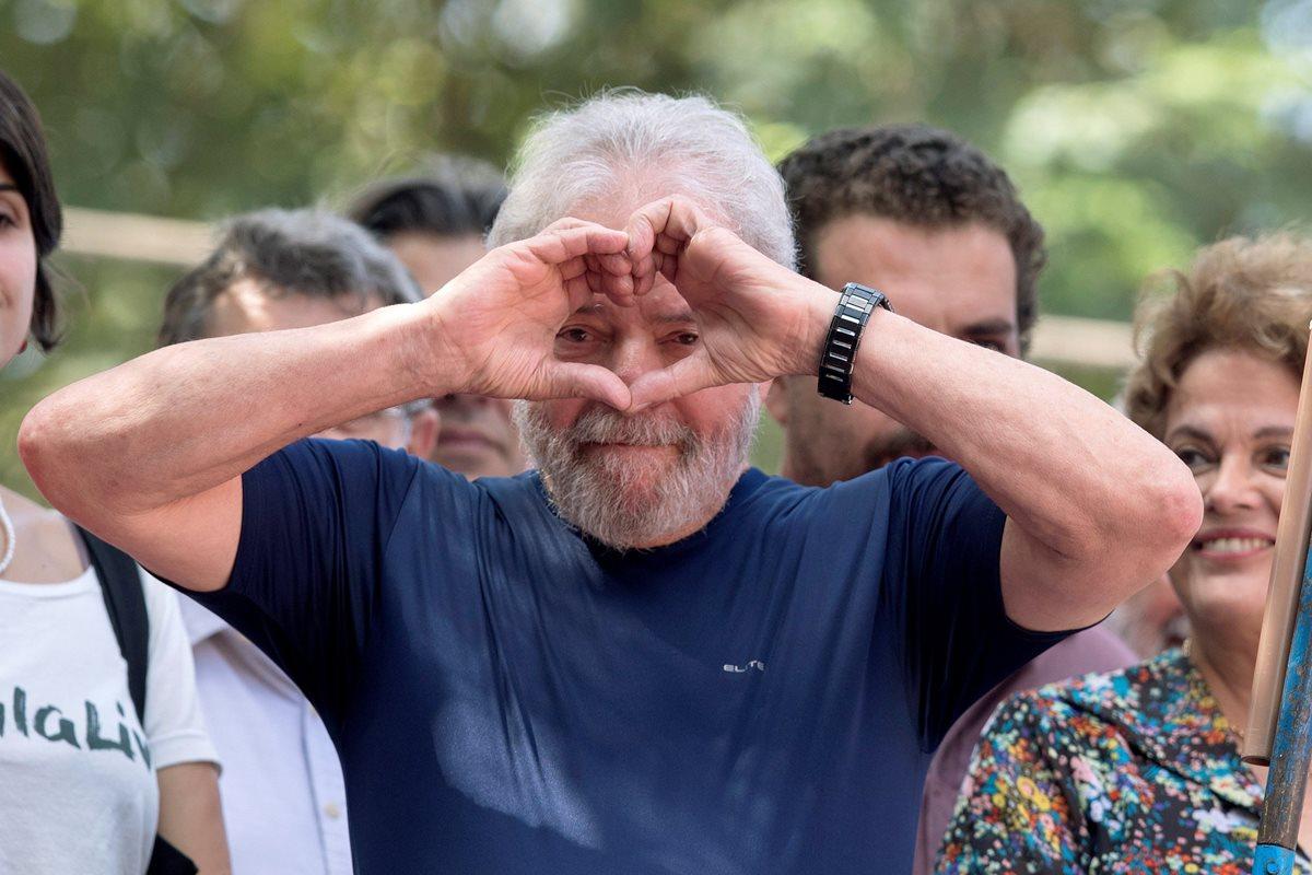 Lula debía entregarse el viernes pero atrasó su entrega ante las autoridades para participar en una misa en memoria de su fallecida esposa.