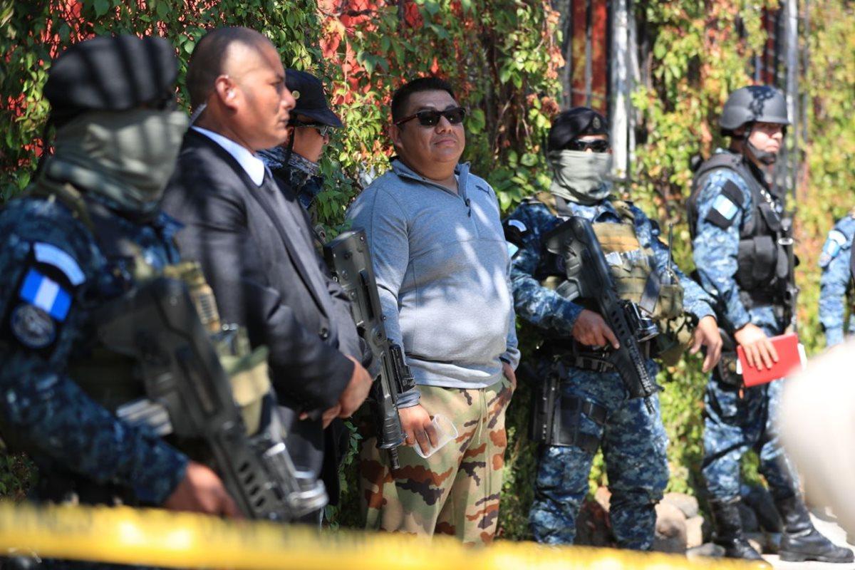 Wilson Wilfredo Luargas García, alias el Primazo, fue capturado en la zona 14 con un fuerte arsenal. (Foto Prensa Libre. Carlos Hernández)