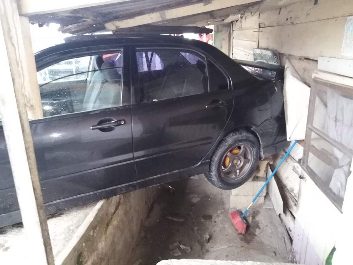 El piloto del automóvil tiene 17 años. (Foto Prensa Libre: Dony Stewart)