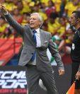 José Pekerman durante el juego entre Colombia y Chile que terminó sin goles. (Foto Prensa Libre: AFP)