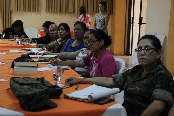 Delegados de varios sectores integran mesa para tratar caso de menores migrantes. (Foto Prensa Libre: Mike Castillo)