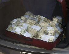 Foto proporcionada por las autoridades argentinas a la AFP, que muestra el vehículo donde se trasladaba parte del dinero. (Foto Prensa Libre: AFP).