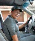 fLOR DE MARÍA Cuyuch enviudó hace una década y trabaja como taxista para sacar adelante a su familia.