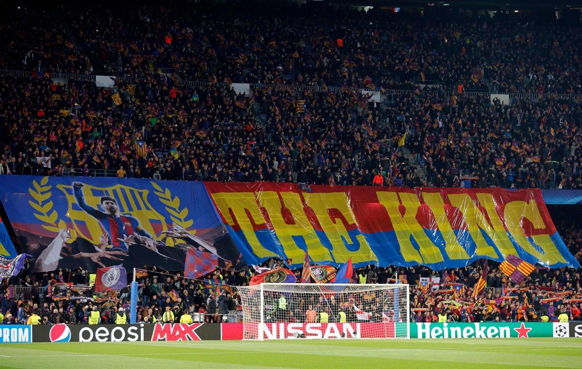 Para los seguidores Messi es su rey.  (Foto Prensa Libre: AFP)
