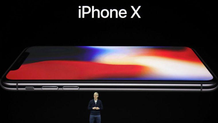 Tim Cook anuncia el nuevo iPhone X, en el nuevo campus de Apple, en Cupertino, California. (Foto Prensa Libre: AP)