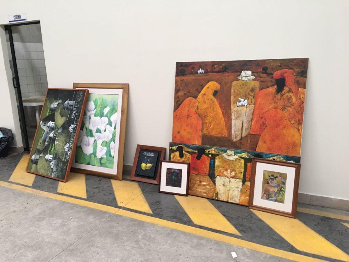 Incautan obras de arte, esculturas y otros bienes en bodega asociada con Jonathan Chévez