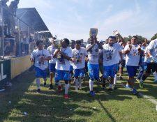 Los jugadores de Santa Lucía Cotzumalguapa cuando se coronaron campeones del Apertura 2018 (Foto Prensa Libre: Enrique Paredes)