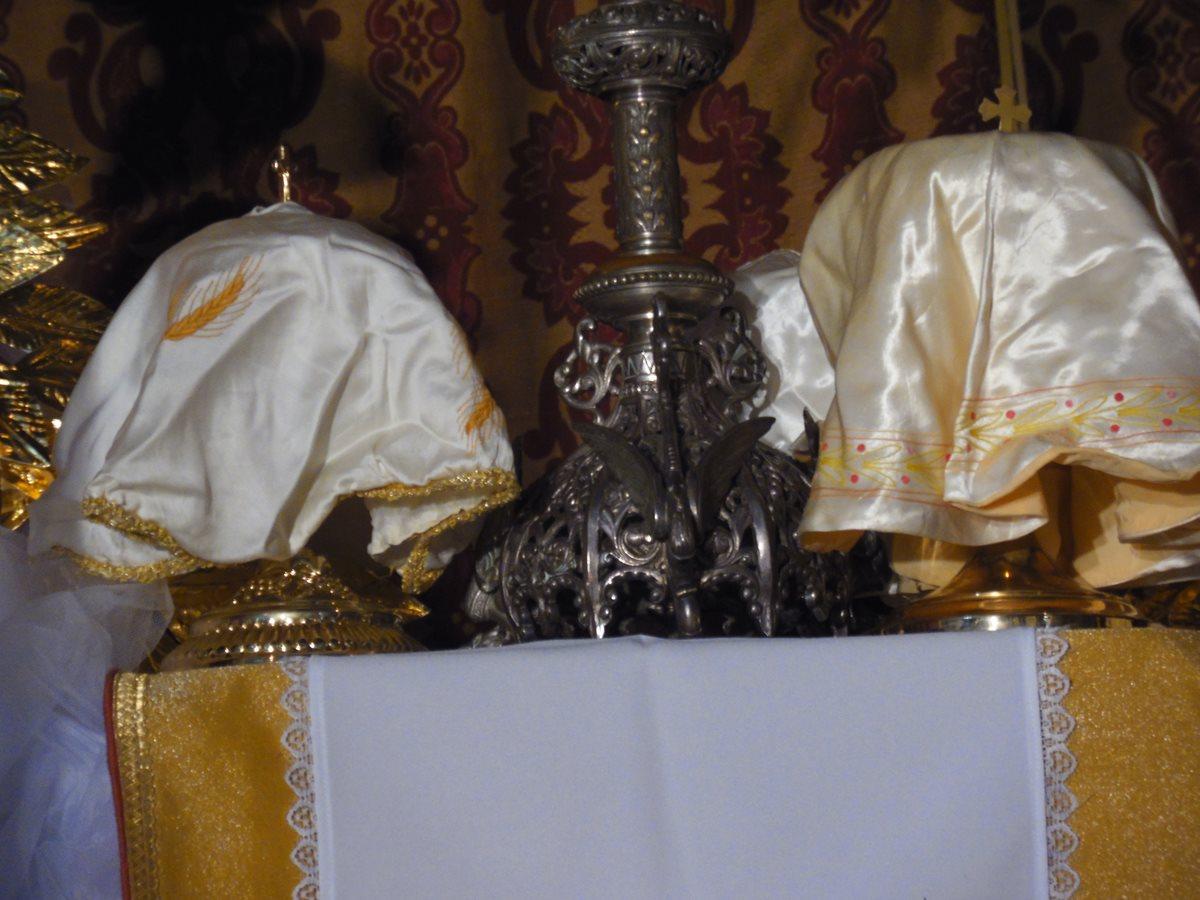 El Jueves Santo se consagran las hostias que servirán para la comunión de ese día y del Viernes Santo. (Foto: Néstor Galicia)