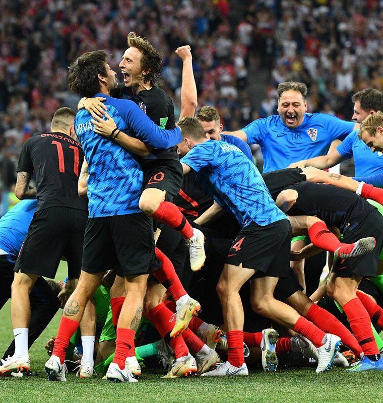 Modric y los croatas sintieron un gran alivio luego de que el crack del Real Madrid fallara un penalti en el minuto 113. (Foto Prensa Libre: AFP)