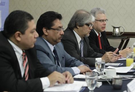 Durante una reunión de asesores fiscales, los expertos, refirieron que la inseguridad es un factor que aleja a la inversión extranjera directa. (Foto Prensa Libre: Álvaro Interiano).