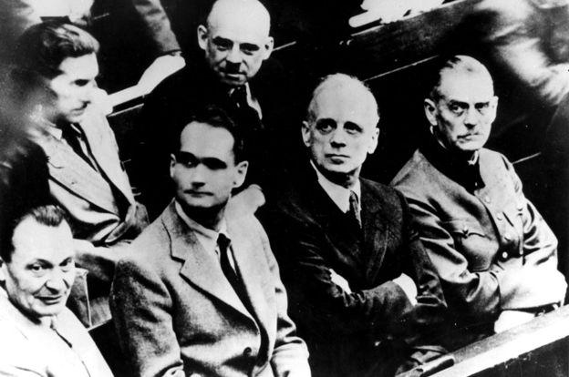"""La mayoría de los nazis acusados en los juicios de Nuremberg dijeron que habían """"obedecido órdenes"""" y por eso eran inocentes.  GETTY IMAGES"""