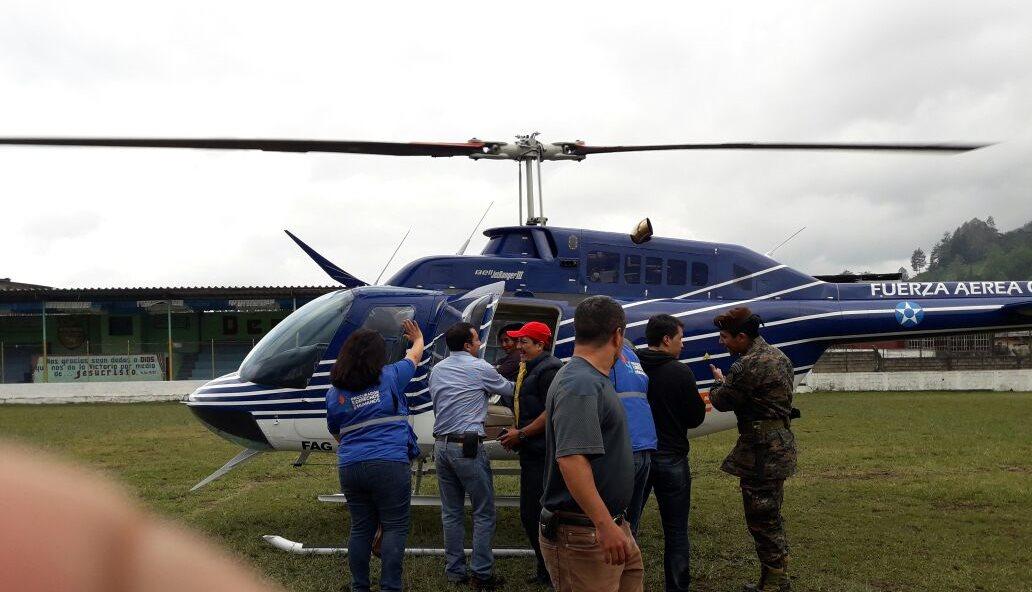 Este miércoles un helicóptero de la Fuerza Aérea Guatemalteca trasladó a la menor a la capital. (Foto Prensa Libre: Cortesía PDH)