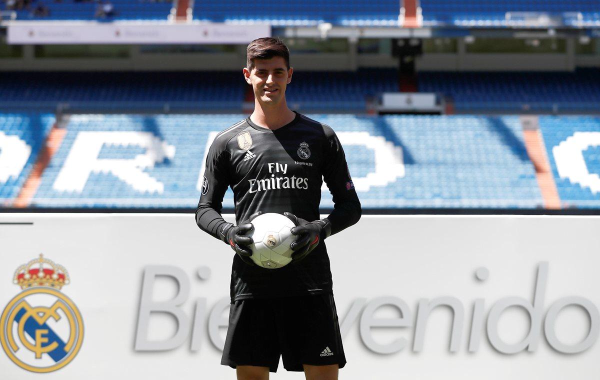 Thibaut Courtois fue presentado con el Real Madrid este jueves. (Foto Prensa Libre: EFE)