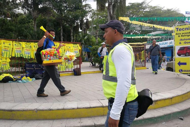Ambiente de fiesta en el estadio David Cordón Hichos para la final de vuelta entre Guastatoya y Comunicaciones. (Foto Prensa Libre: Francisco Sánchez)