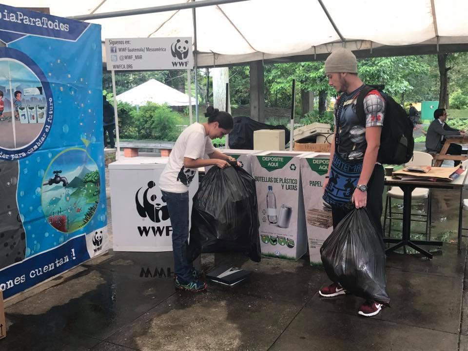 Tetra Pak, Recupera, WWF y la Embajada Británica promueven el Eco-Reto de Fin de Año, para evitar contaminación. (Foto Prensa Libre: Cortesía)