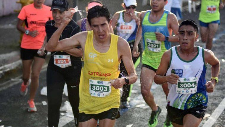 Rivero, Raxón y Trujillo durante el recorrido del Medio Maratón de San José. (Foto Prensa Libre: Facebook Maratón de San José)