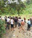 Bomberos Voluntarios, soldados y vecinos durante la búsqueda del niño Edison Matías, quien fue arrastrado por el río Petacalapa, en Malacatán, San Marcos. (Foto Prensa Libre: Cortesía Óscar Lima)