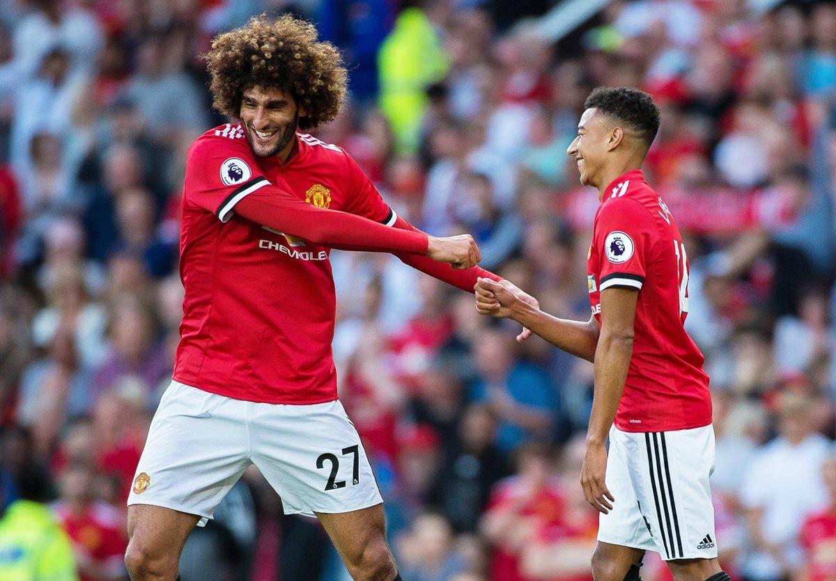 Fellaini y Lingard celebran uno de los goles de esta tarde para el United. (Foto Prensa Libre: EFE)