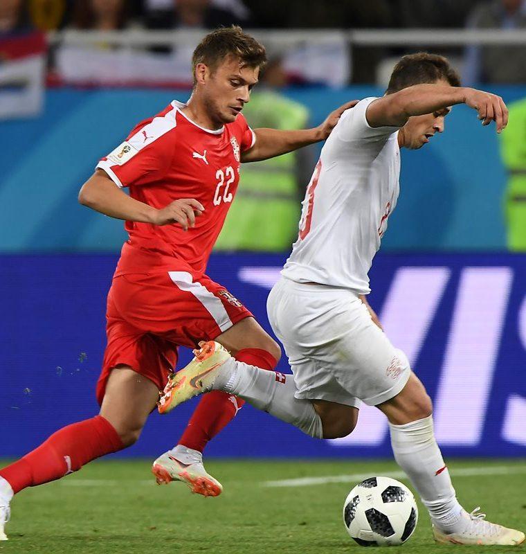 """El 1-0 de Serbia no aguantó todo el partido y Suiza """"se puso las pilas"""" para arrebatarle el triunfo. (Foto Prensa Libre: AFP)"""