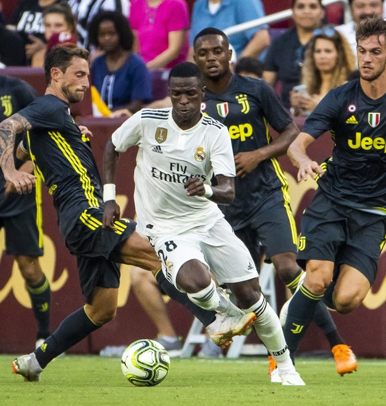 El brasileño Vinicius Junior volvió a dejar buenas sensaciones a la afición del Real Madrid con una buena actuación. (Foto Prensa Libre: EFE)