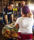 Ben Stiller habló con varias personas refugiadas en Santa Elena, Flores, Petén. (Foto Prensa Libre: UNHCR/Michael Muller).