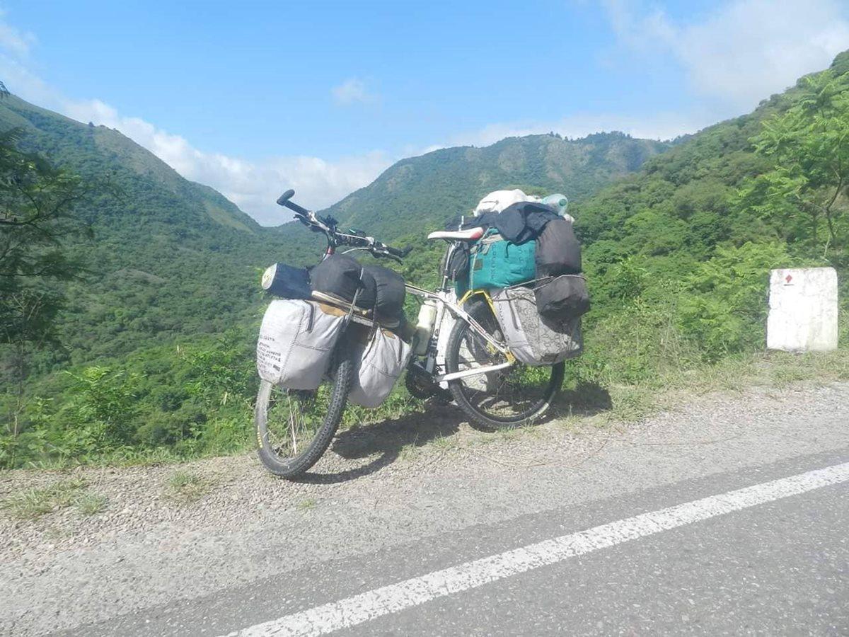 Viajero pide que le devuelvan esta bicicleta, valorada en unos Q5 mil, que le fue robada en Patulul, Suchitepéquez. (Foto Prensa Libre: Cristian Icó Soto)