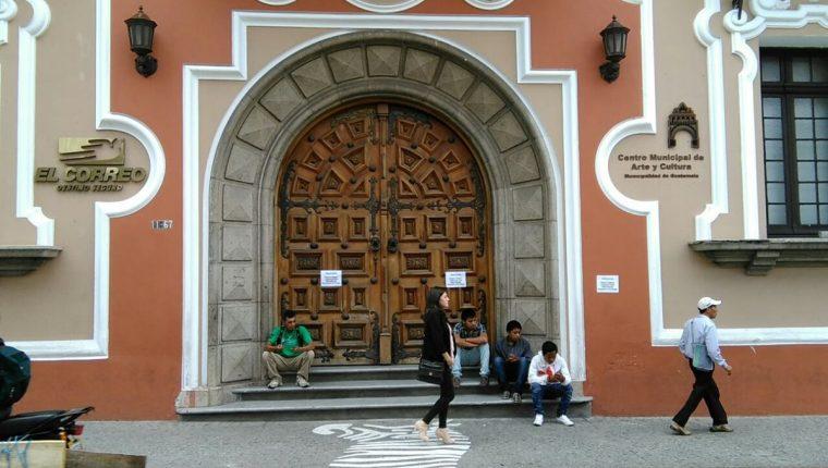 Las oficinas y agencias de atención al público de Correos cerraron a partir de este lunes, una de estas es en el edificio en la 12 calle y 7a. avenida zona 1. (Foto Prensa Libre: Estuardo Paredes)