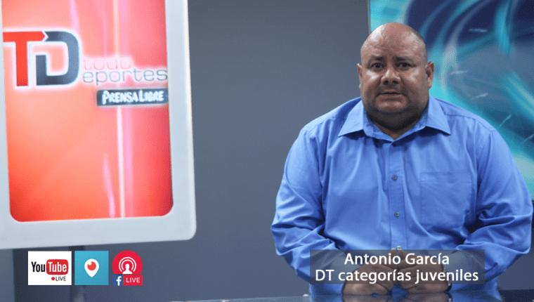 Antonio García es el único técnico que mantiene el proceso de preparación con selecciones menores, pese a la suspensión. (Foto Prensa Libre: Hemeroteca PL)