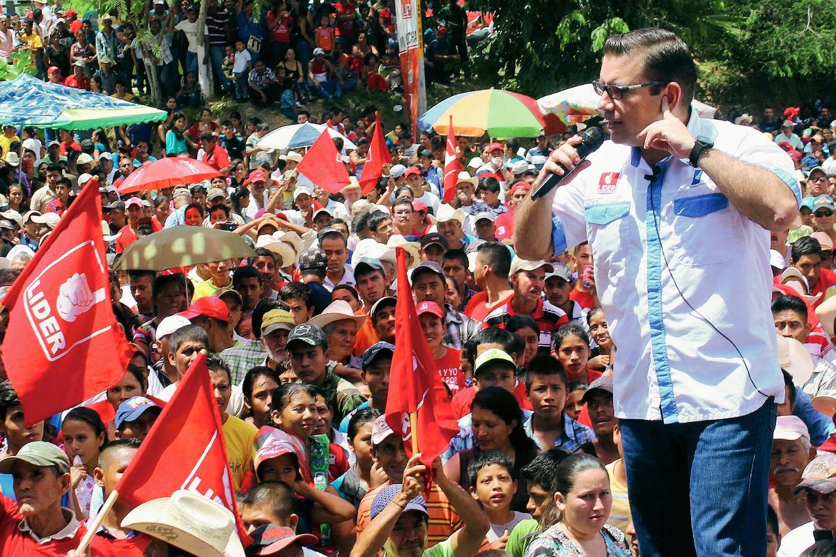 Manuel Baldizón,  durante su discurso en Gualán, Zacapa. (Foto Prensa Libre: Julio Vargas)