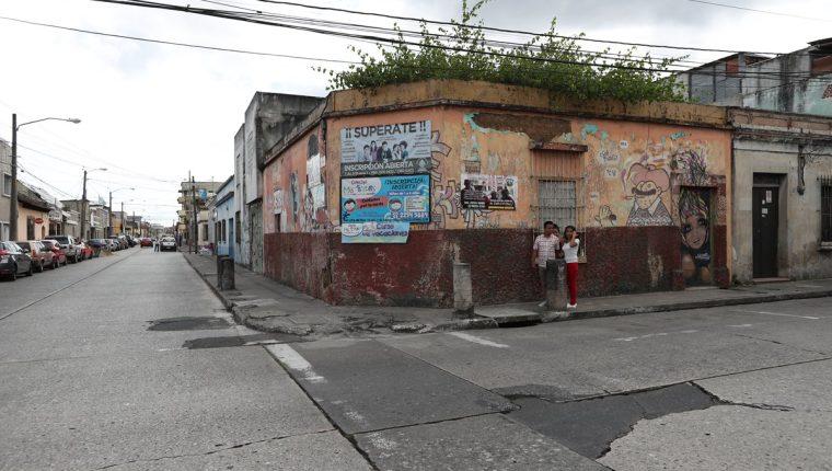 """Una de las viviendas abandonadas se ubica en el callejón Delfino, 10a. avenida """"A"""" y 2a. calle, zona 1.(Foto Prensa Libre: Álvaro Interiano)"""
