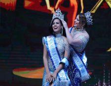 María Sazo lloró al recibir la corona de Reina Nacional de las Fiestas de Independencia. (Foto Prensa Libre: Raúl Juárez)