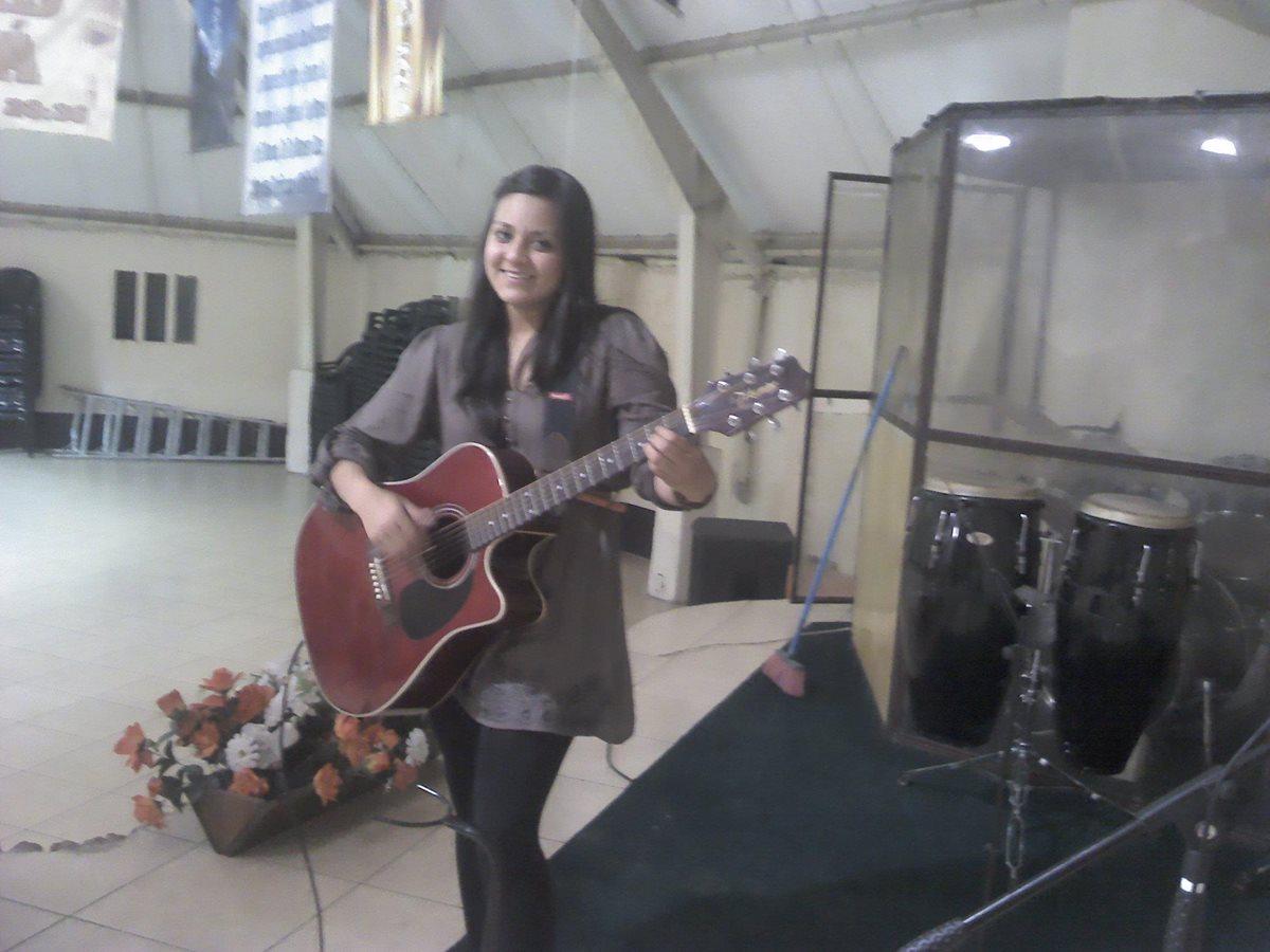 Vilma Gabriela Barrios López, de 26 años, era una persona entusiasta y entregada a la iglesia. (Foto Prensa Libre: Facebook)