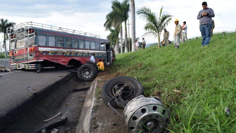 La carretera de Escuintla a Mazatenango, Suchitepéquez, es escenario de accidentes colectivos. (Foto Prensa Libre: Enrique Paredes).
